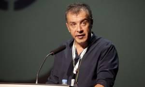 Τηλεοπτικές άδειες - Θεοδωράκης: Το εγχείρημα του ΣΥΡΙΖΑ TV κλυδωνίζεται