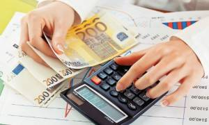 Η κυβέρνηση κάνει κατασχέσεις στους οφειλέτες αλλά χρωστάει το ΦΠΑ στις επιχειρήσεις