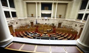 LIVE Βουλή: Στην Ολομέλεια η τελική ψήφιση του πολυνομοσχεδίου για τα προαπαιτούμενα