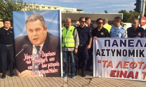 Υπουργείο Εθνικής Άμυνας: Συγκέντρωση διαμαρτυρίας ενστόλων (pics&vid)