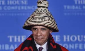 Γιατί φόρεσε ψάθινο καπέλο και ινδιάνικη κουβέρτα ο Μπάρακ Ομπάμα; (pics+vid)