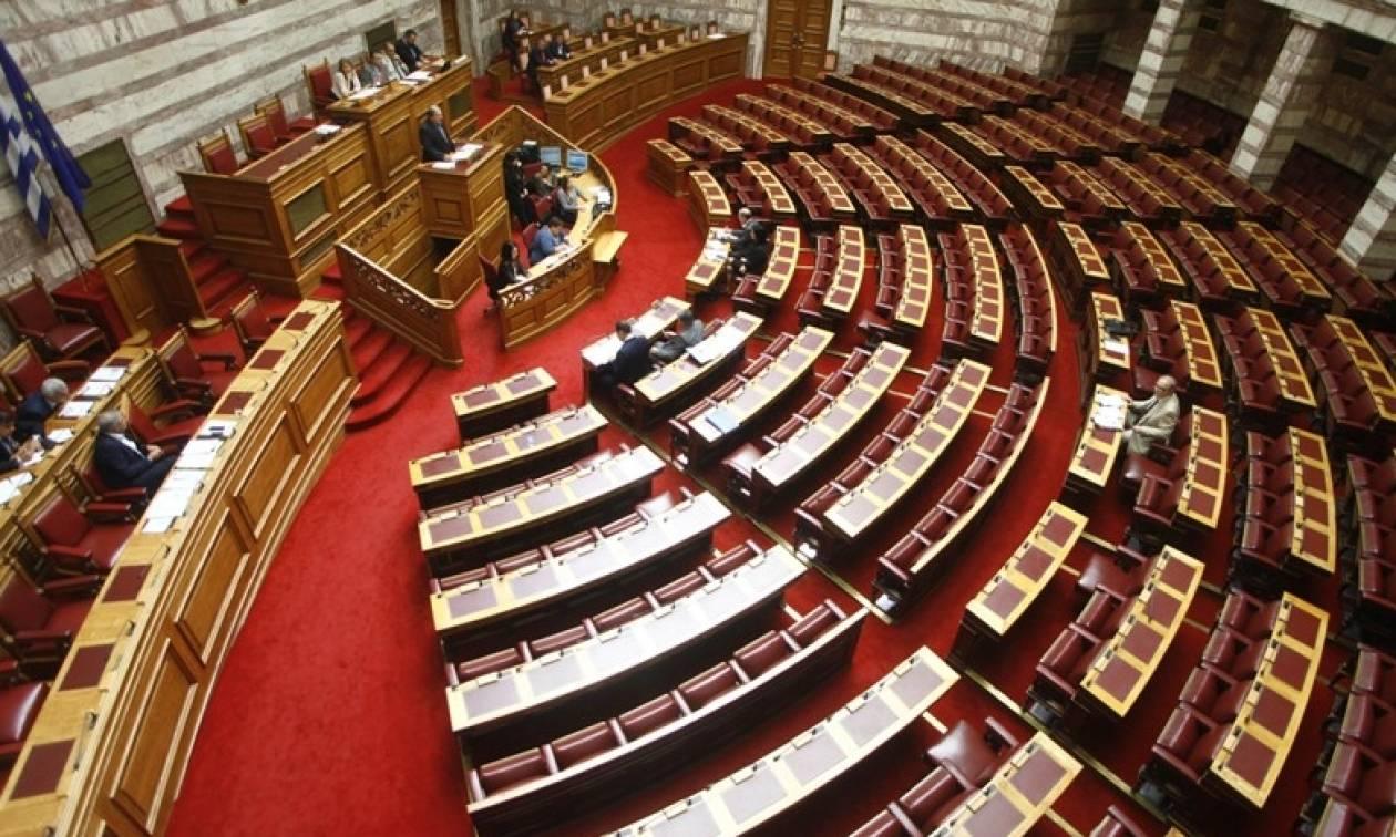 Ψηφίστηκε το πολυνομοσχέδιο με τα προαπαιτούμενα – Άγρια κόντρα στη Βουλή