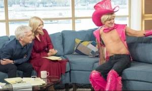 Χαμός στο πρωινό: Έβγαλε έξω το πέος του και δεν φαντάζεστε τι δημιούργησε! (video)