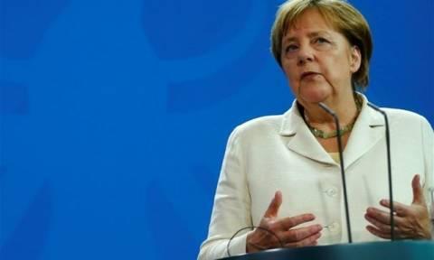 Γερμανία: Η Μέρκελ ελπίζει ότι τα προσωρινά προβλήματα στη Deutsche Bank μπορούν να λυθούν