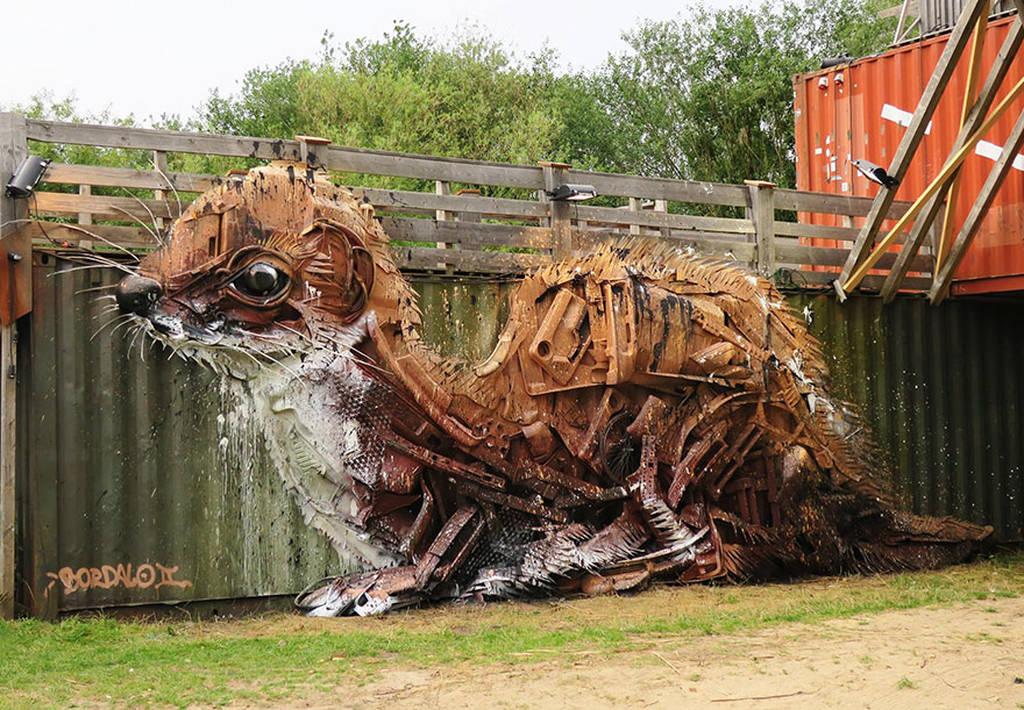 Αρτούρ Μπορντάλο, ο καλλιτέχνης που μετατρέπει τα σκουπίδια σε εντυπωσιακά γλυπτά ζώων