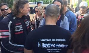 Διαμαρτυρία εργαζομένων του Mega και μελών της ΕΤΙΤΑ έξω από τη Βουλή (Pics+Vid)