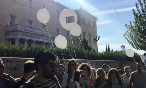 Συγκέντρωση διαμαρτυρίας αναπληρωτών και ωρομίσθιων εκπαιδευτικών έξω από τη Βουλή (pics)