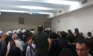 Χαμός στη Θεσσαλονίκη: Πολίτες εμπόδισαν πλειστηριασμό σπιτιού πολύτεκνης οικογένειας (video)
