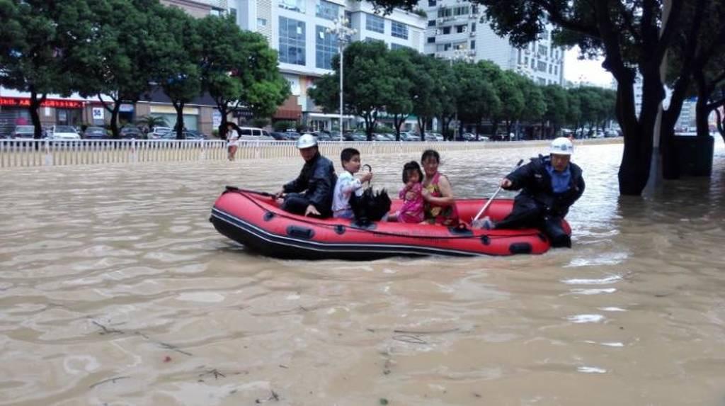 Κίνα: Κατολίσθηση ισοπέδωσε χωριό μετά το πέρασμα τυφώνα - Δεκάδες αγνοούμενοι (pics)