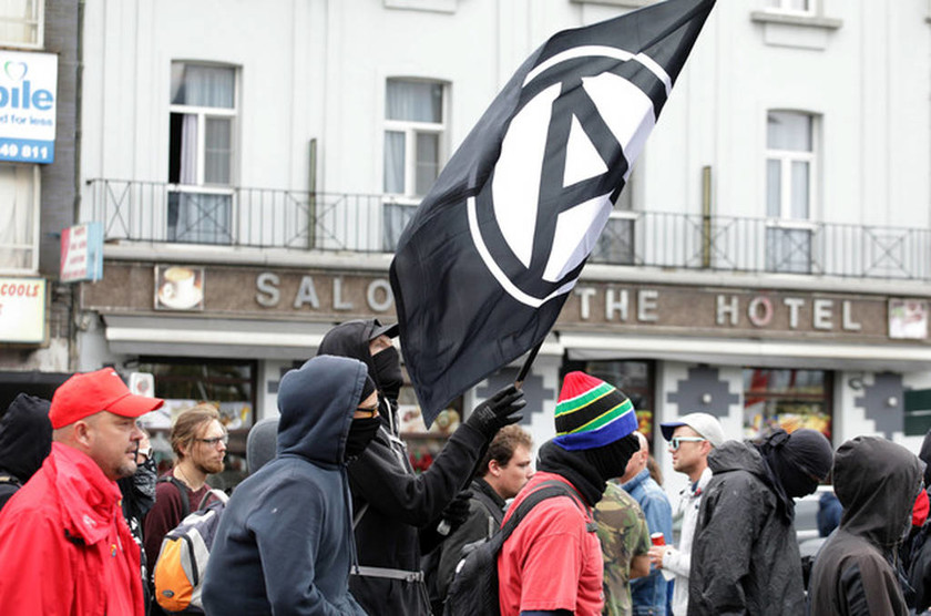 Παρέλυσαν οι Βρυξέλλες: Απεργίες, πορείες και συγκεντρώσεις διαμαρτυρίας σε όλη την πόλη (pics)