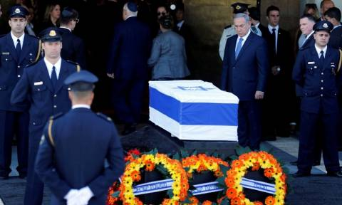 Χιλιάδες Ισραηλινοί απέτισαν ύστατο φόρο τιμής στον πρώην πρόεδρο Σιμόν Πέρες (pics+vid)