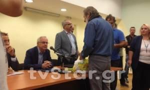 Λαμία: «Άγριο» κράξιμο  αγροτών στον υπουργό Βαγγέλη Αποστόλου (vid)