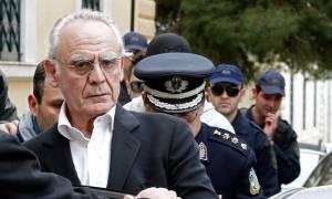 Μαλλιά κουβάρια ο Άκης με αστυνομικό στα δικαστήρια – Όλος ο διάλογος μόνο στο Newsbomb.gr