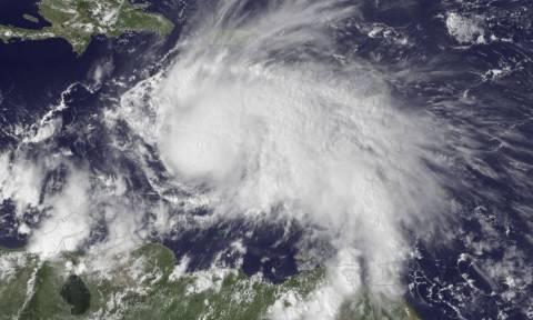 Σε κόκκινο συναγερμό Αϊτή, Κούβα και Τζαμάικα για τον τυφώνα Μάθιου