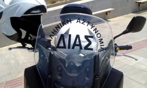 Απολαυστικό βίντεο: Έλληνας αστυνομικός της «ΔΙΑΣ» χορεύει Μάικλ Τζάκσον (vid)