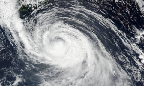 Ιαπωνία: Κόκκινος συναγερμός για τον χειρότερο τυφώνα των τελεταίων δεκαετιών
