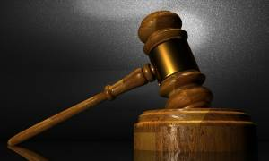 Πυρά δικαστικών κατά πολιτικών: «Περιφρονείτε τις αποφάσεις μας»