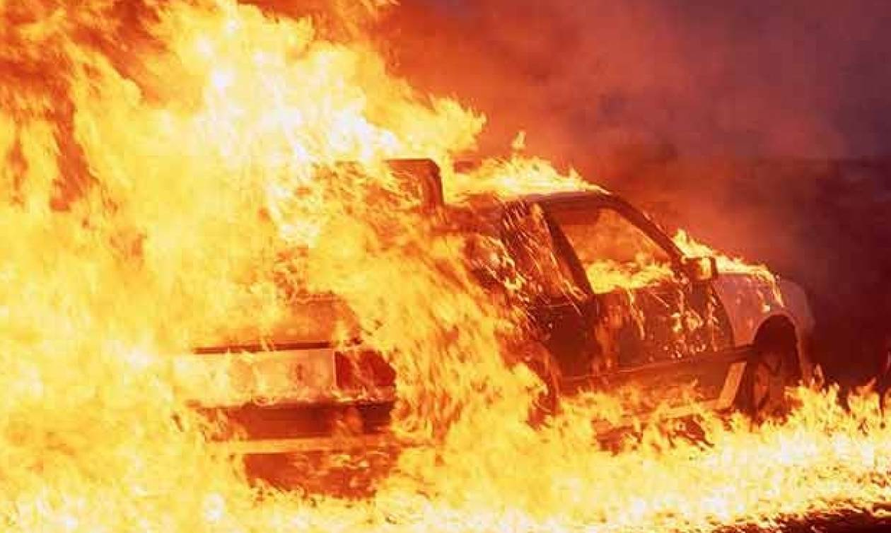 Πανικός στο Ρέθυμνο: Στις φλόγες αυτοκίνητο με τουρίστες