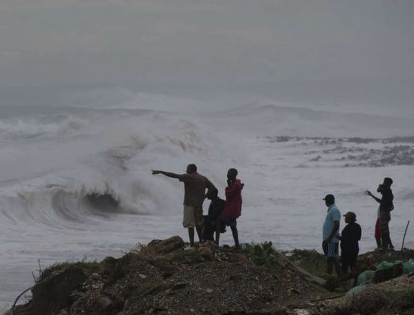 Τυφώνας Μάθιου: H πιο σφοδρή καταιγίδα της δεκαετίας ετοιμάζεται να χτυπήσει της ΗΠΑ (Pics+Vid)