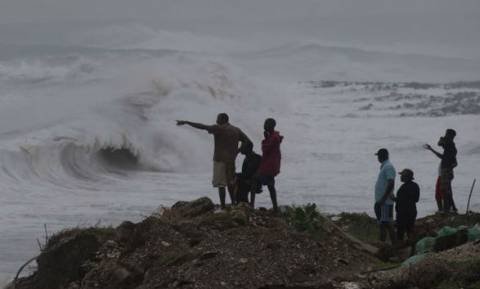 Τυφώνας Μάθιου: H πιο σφοδρή καταιγίδα της δεκαετίας ετοιμάζεται να χτυπήσει τις ΗΠΑ (Pics+Vid)