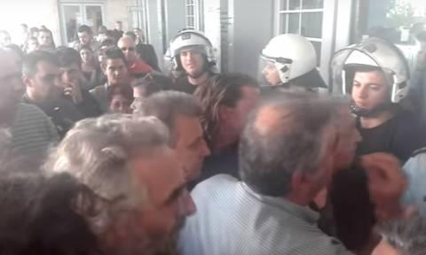 Λαϊκή οργή για τους πλειστηριασμούς στη Θεσσαλονίκη: «Ξύλο» πολιτών με αστυνομικούς στα δικαστήρια