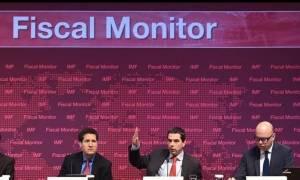 Το ΔΝΤ διαφωνεί με τα πλεονάσματα και προβλέπει ενεργοποίηση του «κόφτη»
