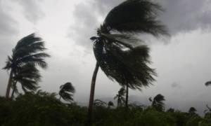 Σαρώνει τα πάντα στο πέρασμά του ο τυφώνας Μάθιου: Τουλάχιστον 17 οι νεκροί (videos+photos)