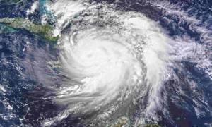 Αγωνία στα νοτιοανατολικά των ΗΠΑ: Ουρές για βενζίνη και τρόφιμα ενόψει του τυφώνα Μάθιου