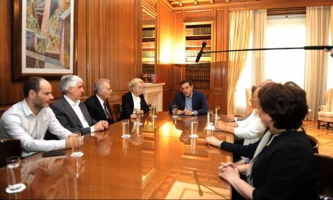 Ο Τσίπρας έταξε στους δικαστές να μη μειώσει τους μισθούς τους! (vid)