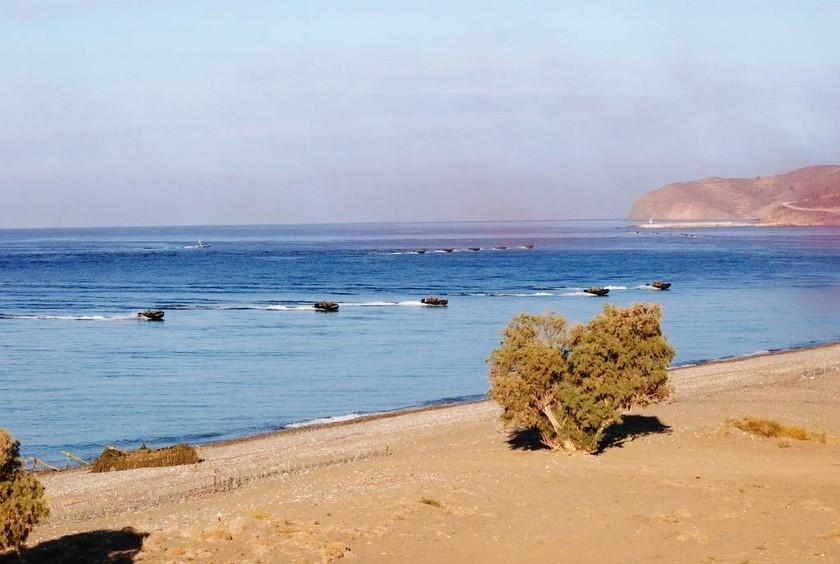 ΠΑΡΜΕΝΙΩΝ 2016: Οι πεζοναύτες «καταλαμβάνουν» τη Χίο! Εντυπωσιακές φωτογραφίες