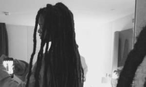 Rihanna εσύ; Τι μαλλί είναι αυτό;
