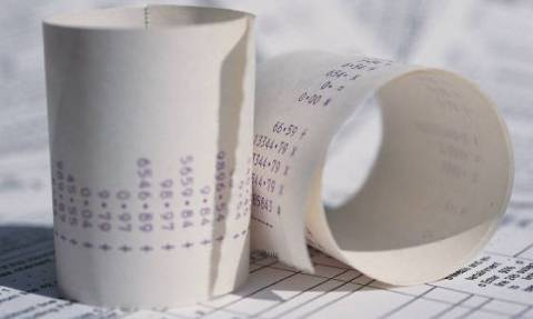 Στην αναμονή για τις αποδείξεις - Στη Βουλή το νομοσχέδιο για το πλαστικό χρήμα