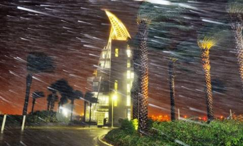 Στο μάτι του φονικού τυφώνα Μάθιου εκατομμύρια άνθρωποι: «Κρυφτείτε γιατί θα πεθάνετε»