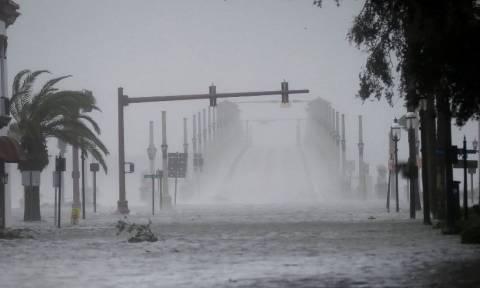 Βιβλική καταστροφή και εκατοντάδες νεκροί από το πέρασμα του τυφώνα Μάθιου (pics+vids)