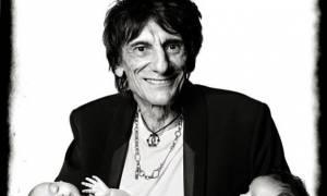 Αυτές είναι οι 4 μηνών δίδυμες του κιθαρίστα των Rolling Stones, Ronnie Wood!
