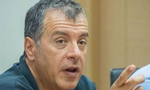Νέες ιδέες «γειωμένες στην κοινωνία» ζήτησε ο Στ. Θεοδωράκης