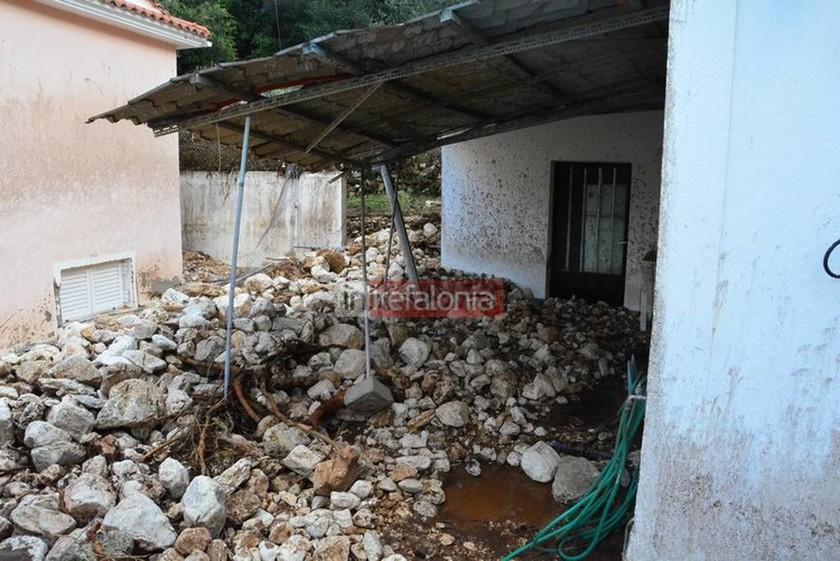Κεφαλονιά: Η θεομηνία «έπνιξε» δυο χωριά - Εικόνες βιβλικής καταστροφής