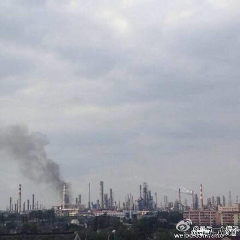Ισχυρή έκρηξη σε διυλιστήριο πετρελαίου (Pics)