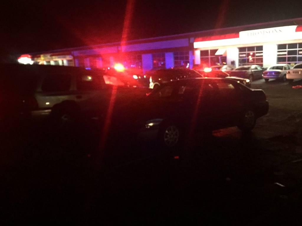 Συμβαίνει τώρα: Πυροβολισμοί έξω από νυχτερινό κέντρο - Πολλοί τραυματίες (Pics)