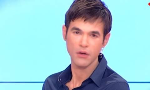 Έξαλλος ο Φουρθιώτης με τις δηλώσεις Τσαρούχα για τις τηλεοπτικές άδειες: «Δεν σας τιμά κύριε…»