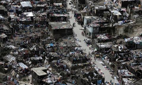Τραγωδία δίχως τέλος στην Αϊτή: 1.000 οι νεκροί του τυφώνα Μάθιου