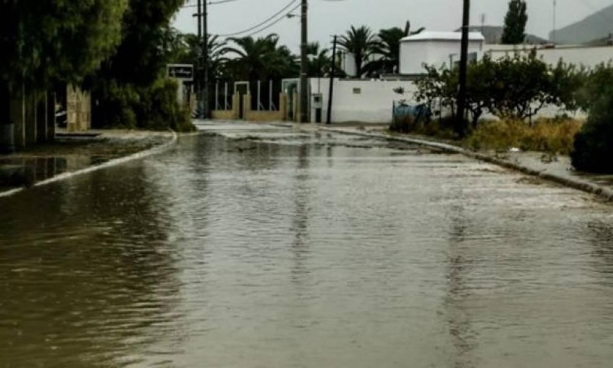 Κέρκυρα: «Κόπηκε» στα δύο το νησί λόγω κατολισθήσεων από τη δυνατή βροχή (pics)