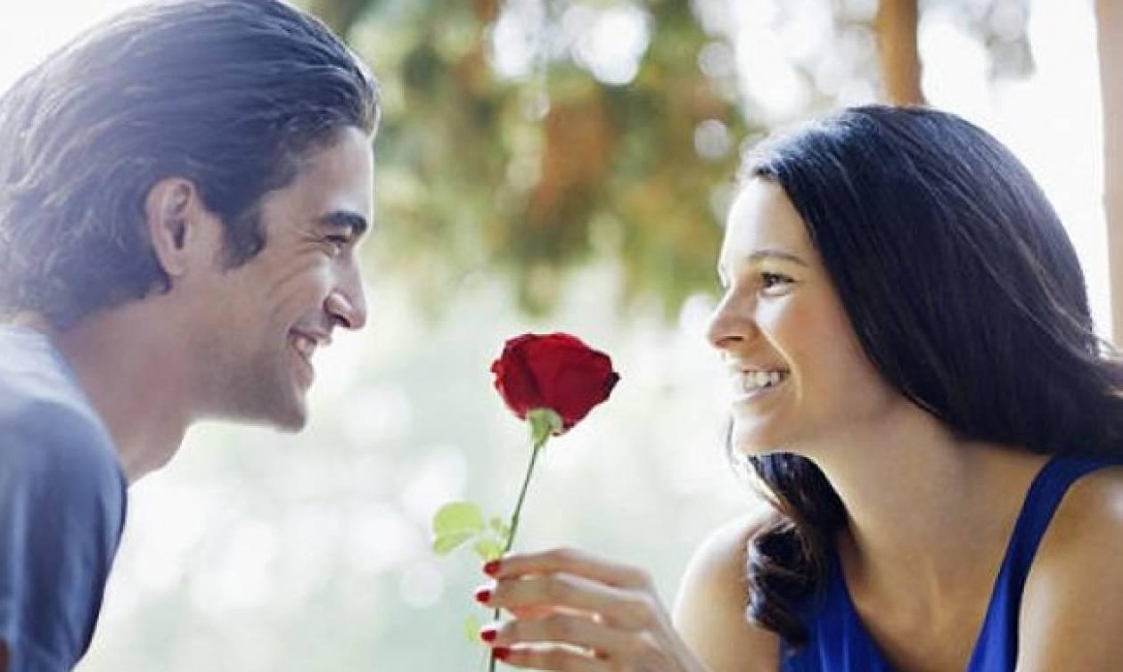 Τι προσέχει πρώτα μια γυναίκα σ' έναν άντρα; Ούτε που φαντάζεστε!