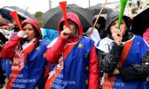 Πολωνία: Χιλιάδες καθηγητές στους δρόμους κατά της εκπαιδευτικής μεταρρύθμισης