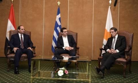 Στο Κάιρο ο Τσίπρας για την τριμερή Ελλάδας - Κύπρου - Αιγύπτου