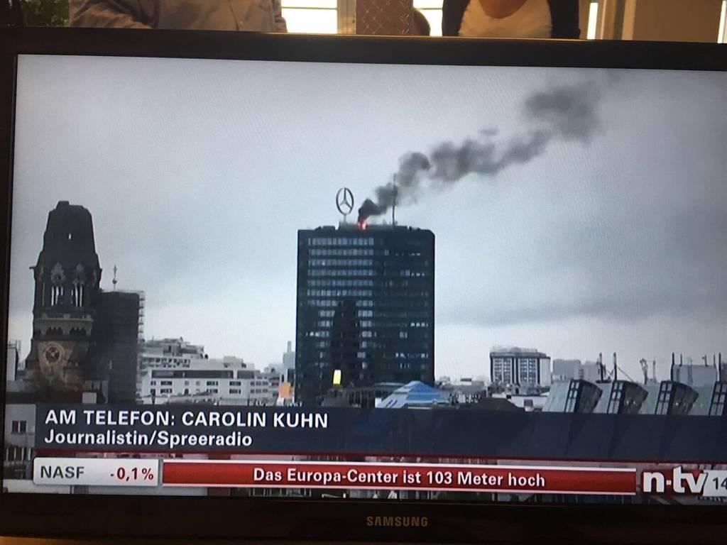 ΤΩΡΑ: Μεγάλη πυρκαγιά σε ιστορικό κτήριο του Βερολίνου - Δείτε LIVE εικόνα (Pics+Vids)