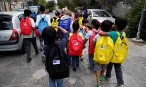 ΥΠΥΓ: Τα προσφυγόπουλα εντάσσονται στα σχολεία εφόσον έχουν εμβολιαστεί