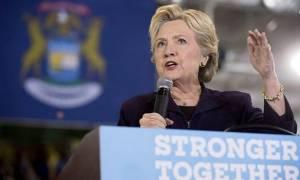 Οσμή σκανδάλου για τη Χίλαρι πριν τις εκλογές: Νέες διαρροές των Wikileaks