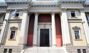 Αμόκ σε δικαστήριο της Πάτρας - Κάρφωσε στυλό στο λαιμό του μόλις άκουσε την καταδίκη του