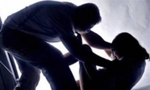Απόπειρα βιασμού μέρα μεσημέρι στο κέντρο του Πειραιά!